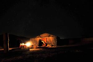 사막에서 하룻밤 보내기