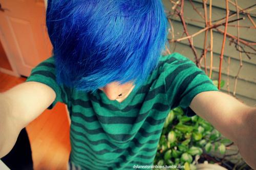 개성있는 색으로 머리 염색하기