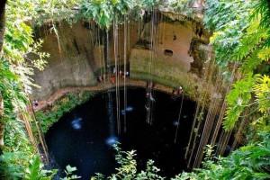 멕시코 세노테(천연지하물웅덩이)에서 수영하기