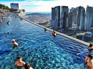 The-infinity-pool-at-the-Marina-Bay-Sands-Hotel-in-Singapore