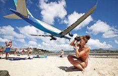 카리브해의 마호해변에서 비행기 찍기