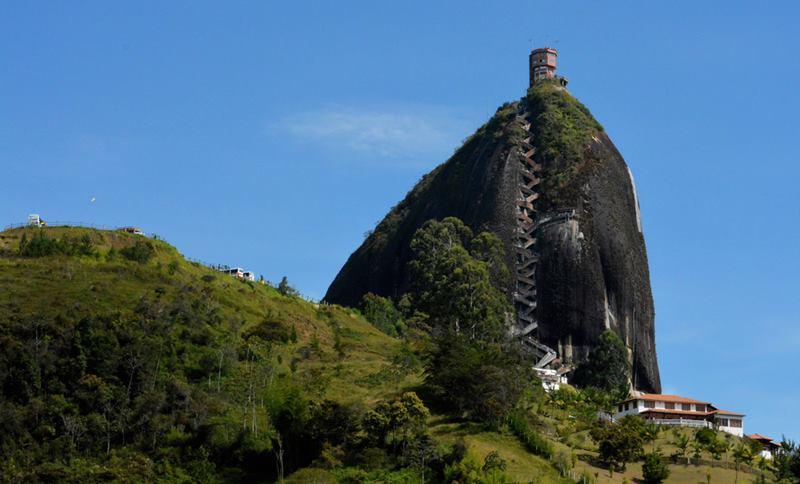 콜롬비아 안티오키아의 과타페 바위 오르기