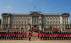 버킹엄궁전에서 군위병 교대식 보기